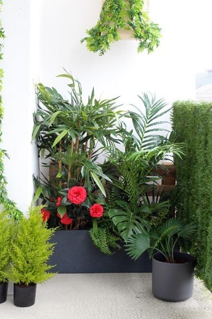 Balcon plantes artificielles exotiques