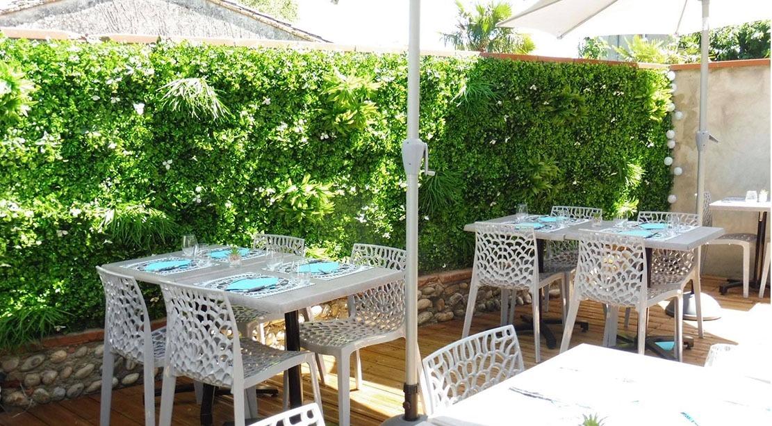 Mur végétal artificiel sur terrasse